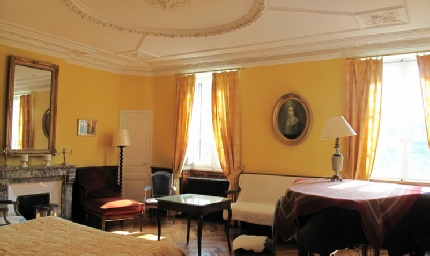 yellow room of chateau Massal